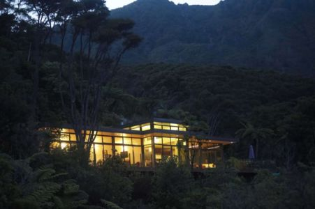 vue extérieure nuit - Porotu Bach par studio MWA - Miritu Bay, New Zealand