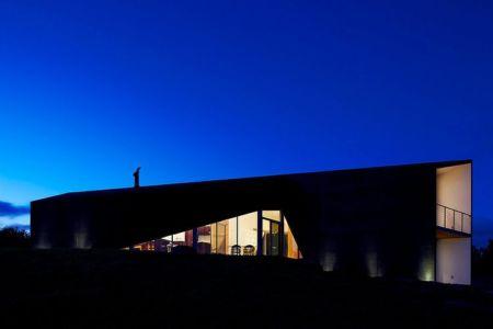 vue extérieure nuit - Scape House par Andrew Simpson Architects - Victoria, Australie
