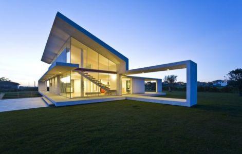 vue extérieure nuit - Villa T by Architrend Architecture - Ragusa, Sicile, Italie