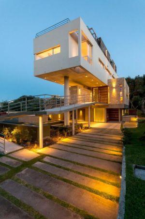 vue extérieure nuit - Wanka House par Estudio Arquitectura Galera - Cariló, Argentine