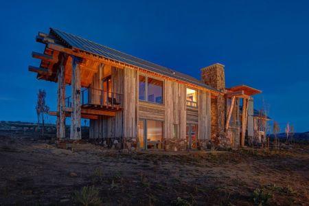 vue extérieure nuit - Wolf Creek Ranch par S+D Architects - Utah, Usa