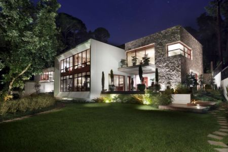 vue extérieure nuit - chinkara house par Soliscolomer y asociados - guatemala