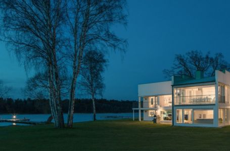 vue extérieure nuit et panorama - Maison contemporaine scandinave par Boris Culjat - Suède.jpg