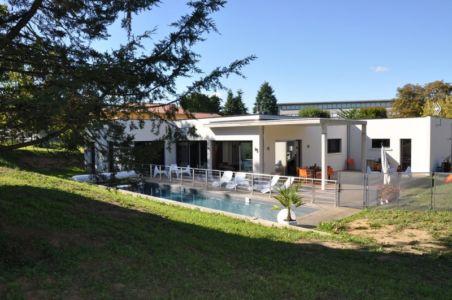 vue extérieure piscine - Apple-House par Val de Saône Bâtiment - Mâcon, France