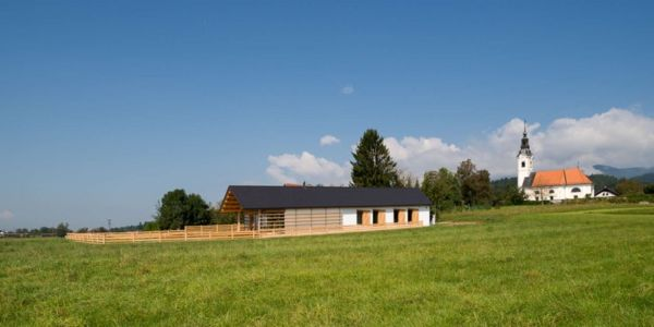 vue extérieure prairie - Maison bois par BIRO GASPERIC - Velesovo, Slovenia