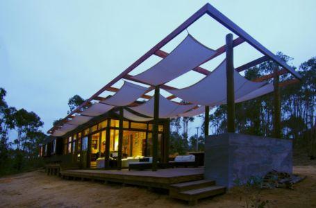 vue extérieure terrasse de nuit - Casa Tunquén par CO2 Arquitectos - Vaparaiso, Chili