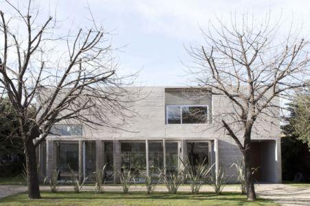 vue façade entrée - Torcuato House par BAK arquitectos - Buenos Aires Province, Argentine
