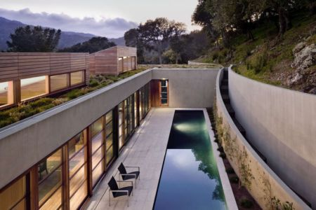 vue façade patio - Kentfield Residence par Turnbull Griffin Haesloop Architects - Kentfield, Usa