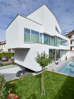 vue garage & piscine-jardin - MaHouse par Marc Formes - France