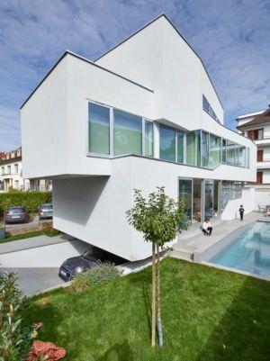 vue garage & piscine-jardin - MaHouse par Marc Formes - France