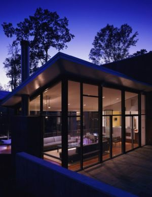 vue grande baie vitrée salon - Hargrave-Residence par Robert M. Gurney Architect - Maryland, Etats-Unis