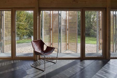 vue intérieure vers extérieur - Witzmann résidence par Karawitz Architecture - France -  Photo Nicholas Calcott