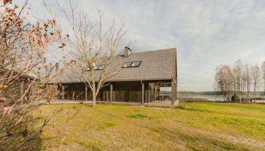 vue jardin - Ranch par Aketuri Architekai - Lituanie