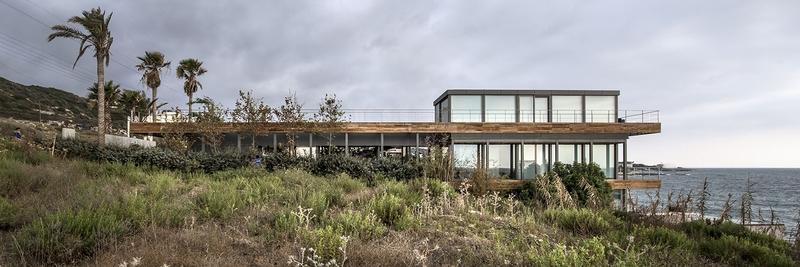 vue longitudinale extérieure - Amchit résidence par Blankpage architects -Liban