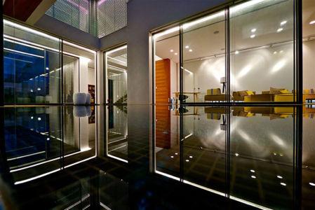 vue nuit extérieur - Five Star Caesarea Dream Home par Gal Marom Architects - Israel