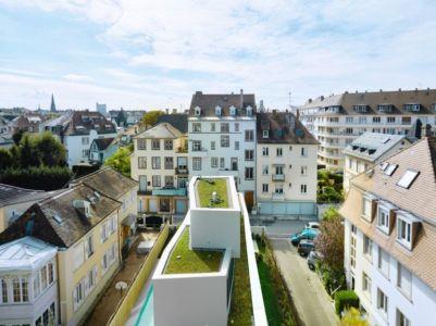 vue panoramique étages empilés et toiture végétalisée - MaHouse par Marc Formes - France
