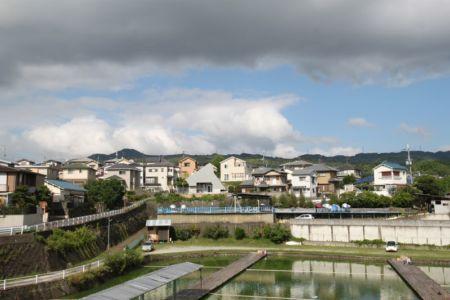 vue panoramique étang d'eau - Passive-House par Kikuma Watanabe - Kasugoaka, Japon