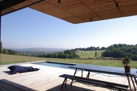 vue panoramique depuis terrasse - Maison l'Estelle par François Primault architecte - Moirax, France