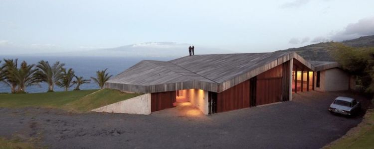 vue panoramique façade entrée - Clifftop House Maui par Dekleva Gregoric Arhitekti - Maui, Hawaï