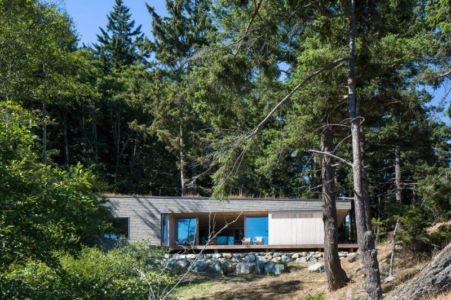 vue panoramique façade entrée - Woodsy-Retreat par Heliotrope Architects - Washington, USA