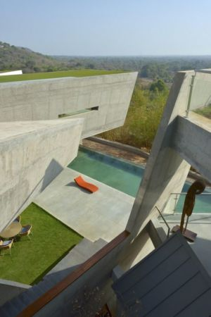 vue panoramique façade terrasse - Alibaug-House par Malik Architecture - Maharashtra, Inde