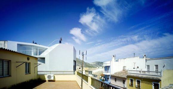 vue panoramique façade toit - Casa Lude par Grupo Aranea - Cahegin, Espagne