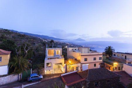 vue panoramique de nuit - g-house par Esau Acosta - El Sauzal, Espagne