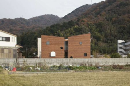 vue panoramique - maison bois contemporaine par Masahiro Miyake - Tokushima, Japon