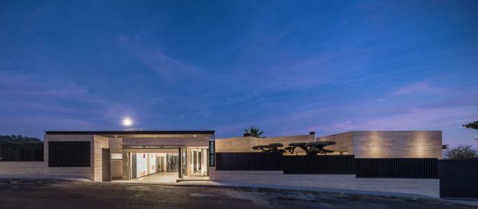 vue panoramique - maison exclusive par Dosarquitectes - Girona, Espagne