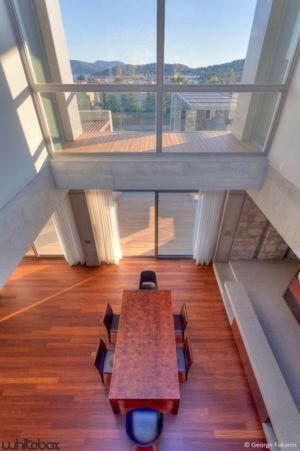 vue panoramique séjour - Stone House par Whitebox Architects - Athènes, Grèce
