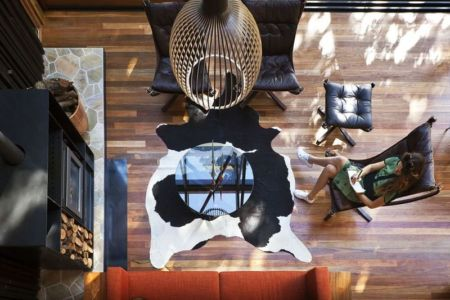 vue panoramique salon - Under Pohutukawa par Herbst Architects - Piha, Nouvelle-Zélande