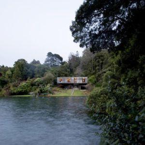 vue panoramique sur lac - Guna house par Pezo von Ellrichshausen - Llacolén, Chili