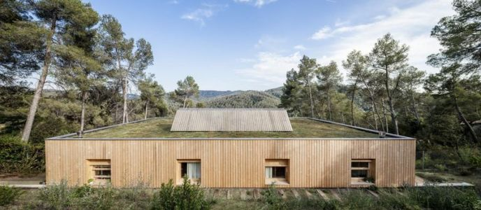 vue panoramique toiture végétalisée - House LLP par Alventosa Morell Arquitectes - Collserola, Espagne