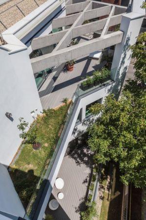 vue panoramique rez de chaussée - Urban-Eco-House par Tecon Architects - Bucuresti Roumanie