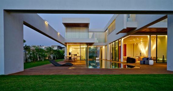 vue piscine -terrasse - Five Star Caesarea Dream Home par Gal Marom Architects - Israel