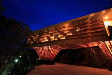vue porte à faux de nuit - House In Itsuura par Life Style Koubou - Ibaraki Prefecture, Japon