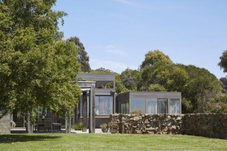 vue principale - maison contemporaine en bois par B.E ARCHITECTURE, Flinders, Australie