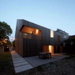 façade terrasse de nuit - maison bois contemporaine par Avenier Cornejo - Orsay, France