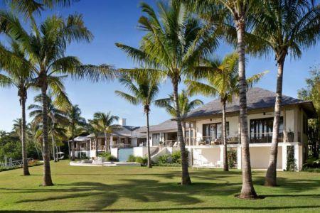vue principale & jardin - villa par Krutz Homes - Floride, USA