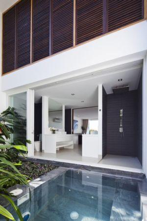 salle de bains ouverte sur l'extérieur - sofka par MM++ Architects - Phan Thiet, Vietnam