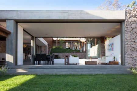 vue salon & séjour ouvert - Garden-House par Cincopatasalgato - El Salvador