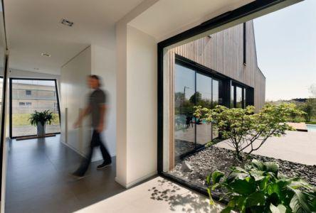 vue sur extérieur - Maison bois béton par Ideaa architectures - Colmar, France - Photo Alain-Marc Oberlé