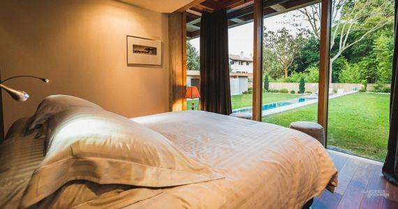vue sur jardin depuis chambre - Villa Oasis - maison contemporaine en location - Biarritz, France