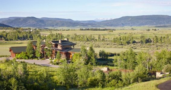 vue sur les montagnes - ranch contemporain en bois par Joe Robbins - Steamboat Spring, Usa
