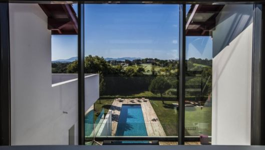 vue sur piscine - Villa Horizon - Arbonne - France
