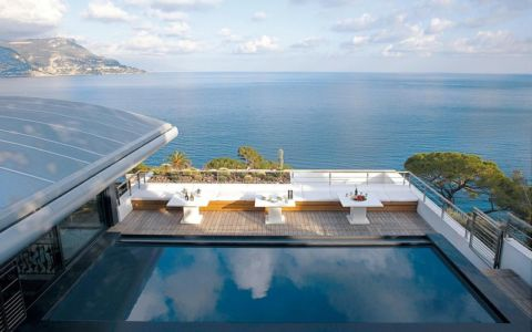 vue sur piscine et mer - villa O - France