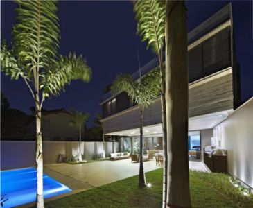 vue terrasse nuit - Modern Residence par Anastasia Architects- Belo Horizonte, Brésil -Photo Jomar Bragança