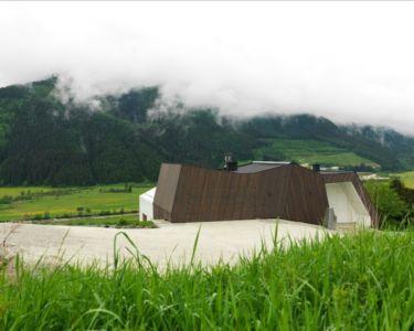 vue toit à forme atypique - Mountain-View House par SoNo arhitekti - Kitzbuehel, Slovénie