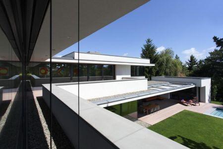 vue toiture - Reviving Mies par Architéma - Buda Hills, Hongrie