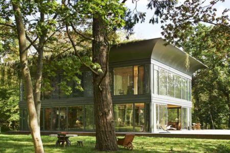 vue trois quart - P.A.T.H par Philippe Starck et Riko - Montfort, France